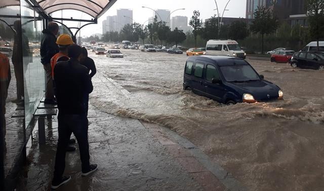 Yağmur Ankara'yı felç etti