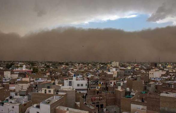 Hindistan'da kum fırtınası: 74 ölü