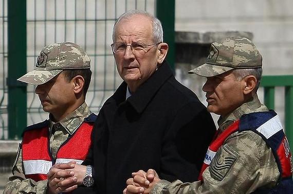 Eski 2. Ordu Komutanına 15 yıl hapis