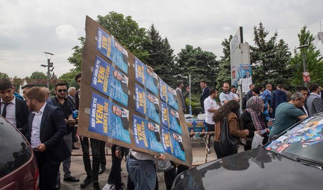 AK Parti'de temayül yoklaması yapılıyor