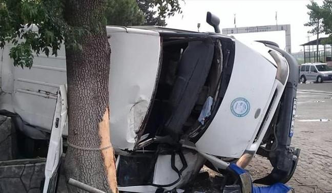 Manisa'da tarım işçilerini taşıyan minibüs devrildi: 20 yaralı
