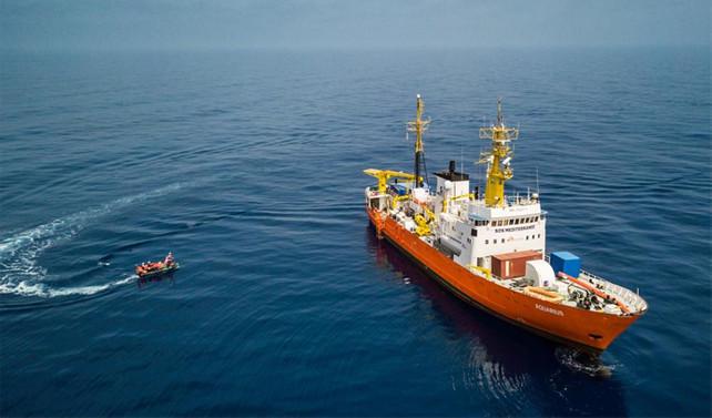 İtalya'nın kabul etmediği sığınmacı gemisi İspanya'ya gidiyor