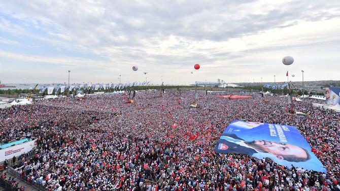 Yenikapı'daki mitinge 1 milyon 300 bin kişi katıldı