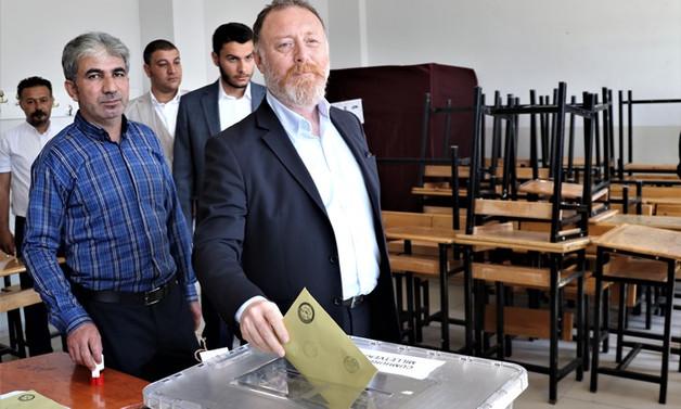 HDP Eş Genel Başkanı Sezai Temelli oyunu kullandı