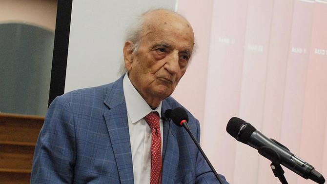 Tarihçi Prof. Dr. Fuat Sezgin hayatını kaybetti