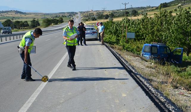 Askeri araç şarampole düştü: 2 yaralı