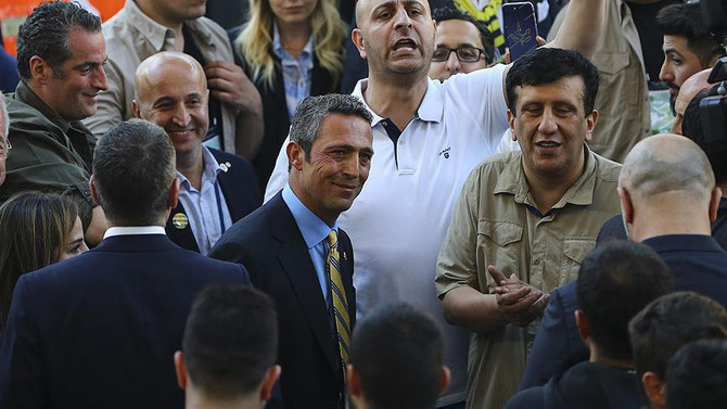 Ali Koç, mazbatasını taraftarın önünde alacak