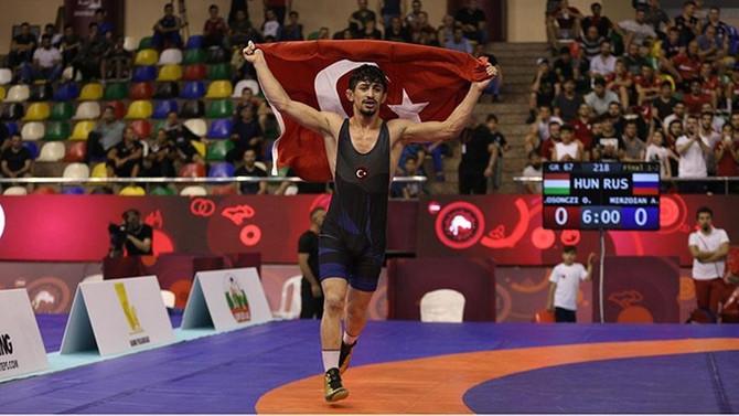 Güreşte bir altın, bir gümüş ve iki bronz madalya