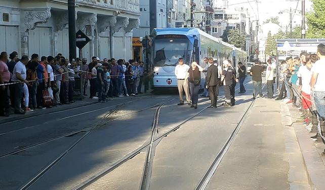Sultanahmet'te tramvay raydan çıktı