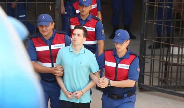 Yunan askerlerinin tutukluluğu devam edecek