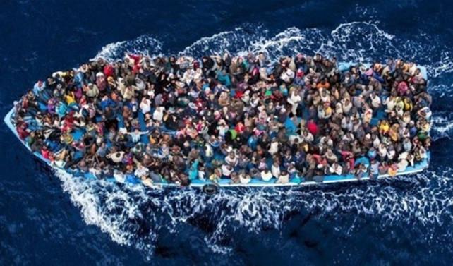 Akdeniz'de mülteci teknesi battı: 19 ölü