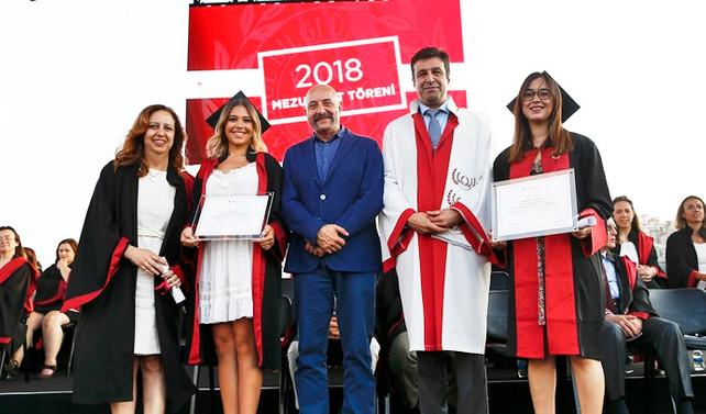 'Bilgi'li öğrenciler diplomalarını aldı