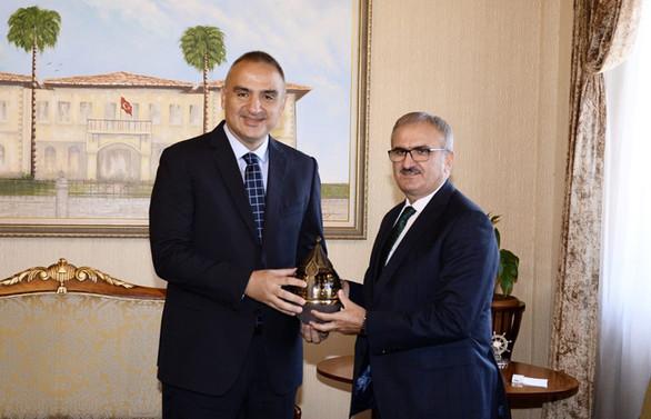 Turizm Bakanı'nın ilk ziyareti Antalya'ya