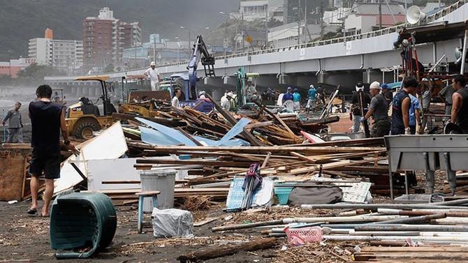 Japonya'yı tayfun vurdu