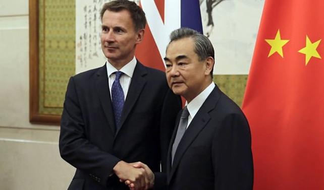 İngiliz Bakandan Çin'de gaf