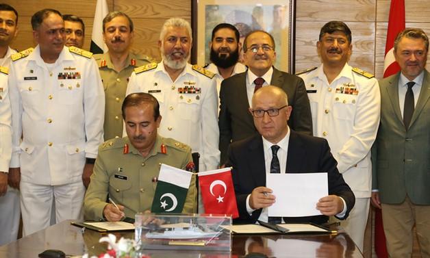 Pakistan'daki 4 korvetin ihalesini Türkiye aldı