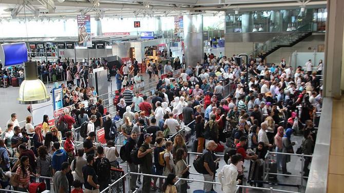 İlk yarıda 98 milyon yolcu uçtu