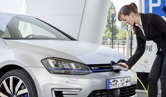 Almanya'da elektrikli şirket araçlarına vergi indirimi geliyor
