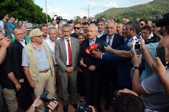 Kılıçdaroğlu, yıkılan köprüyü yerinde inceledi