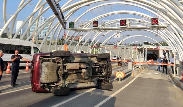 Avrasya Tüneli'nde kaza, iki gişe kapatıldı