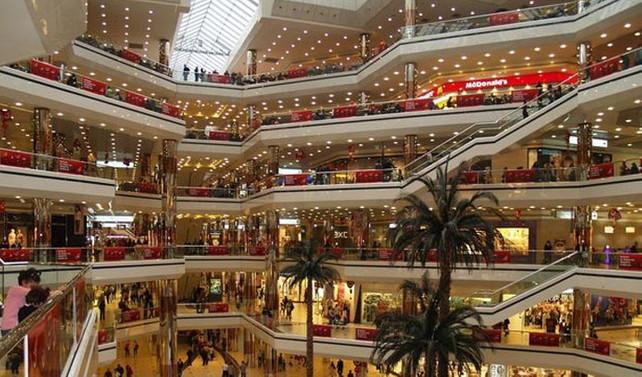 Üç AVM'de mağazalar iki saat geç açıldı