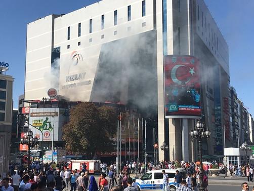 Ankara'da AVM'de korkutan yangın