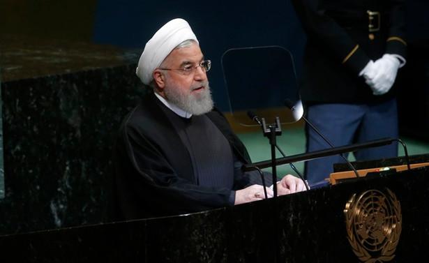 Ruhani: Müzakere masasına dönün ve yaptırım uygulamayın