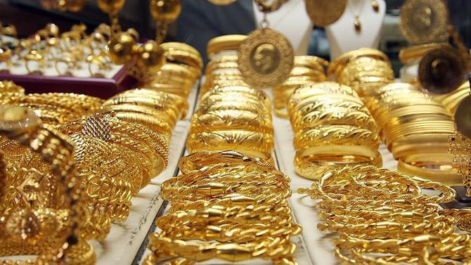 Altın fiyatları dolarla birlikte geri geldi