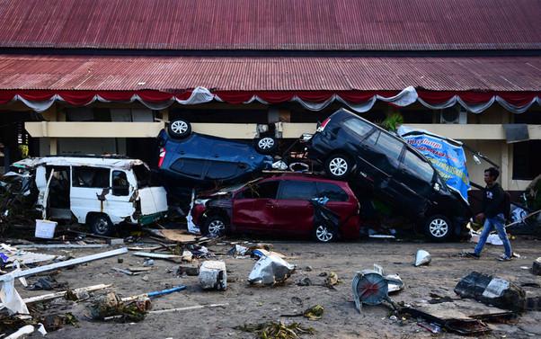 Endonezya'da can kaybı bin 200'ü geçti