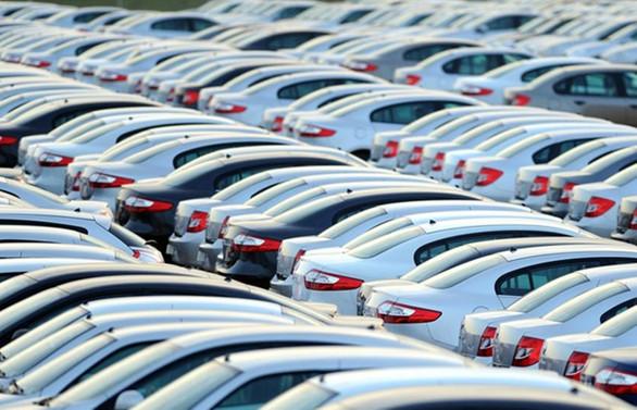 Otomobil satışları temmuzda yarı yarıya daraldı