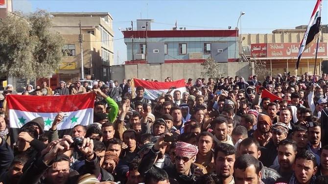 Basra'da göstericiler siyasi parti ve kamu binalarını ateşe verdi