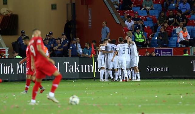 Milliler evinde Rusya'ya 2-1 kaybetti