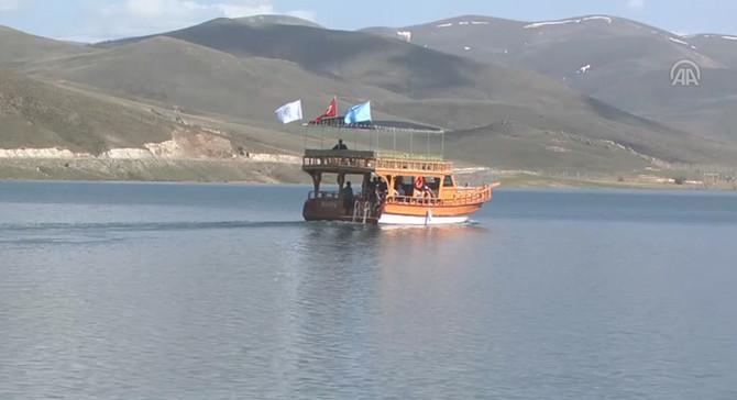 Muğla'da tur teknesi karaya oturdu