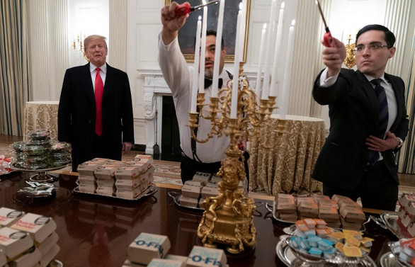 Trump, 300'den fazla hamburger sipariş etti