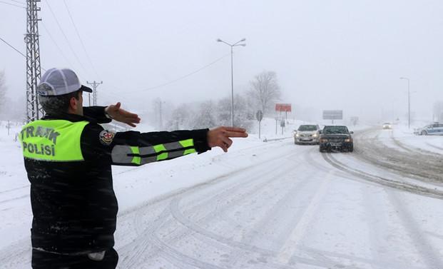 Bolu Dağı'nda ulaşım kontrollü sürdürülüyor