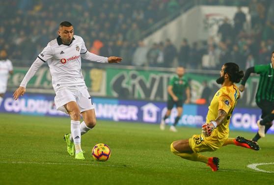Beşiktaş kazandı, maçta kural hatası