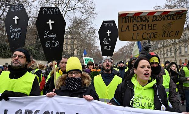 'Sarı yelekliler' Fransa ve Hollanda'da yine sokaklardaydı