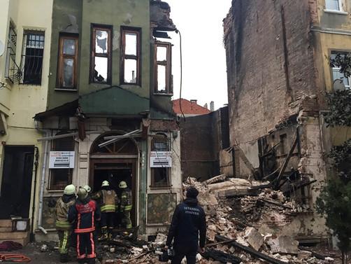 Fatih'te çöken binada iki kişi hayatını kaybetti
