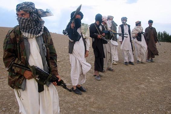 Taliban, askeri üsse saldırdı: 126 ölü
