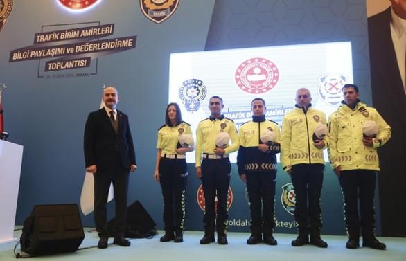 Polis kıyafetlerine görünürlük ayarı