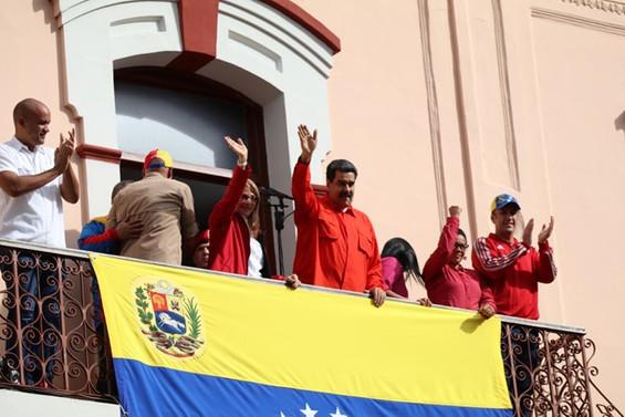 Venezuela ABD'deki diplomatik personelini geri çekiyor
