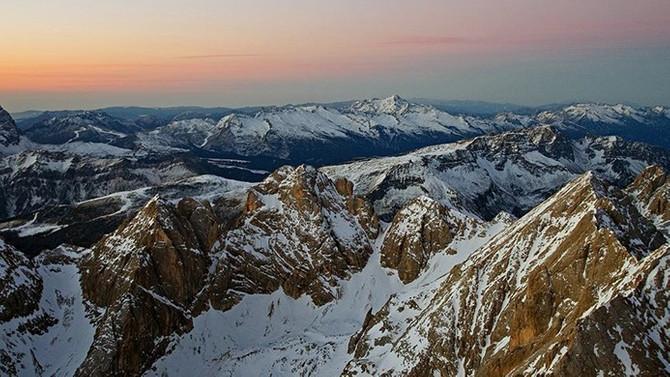 İtalyan Alpleri'nde uçak ve helikopter havada çarpıştı: 5 ölü, 2 yaralı