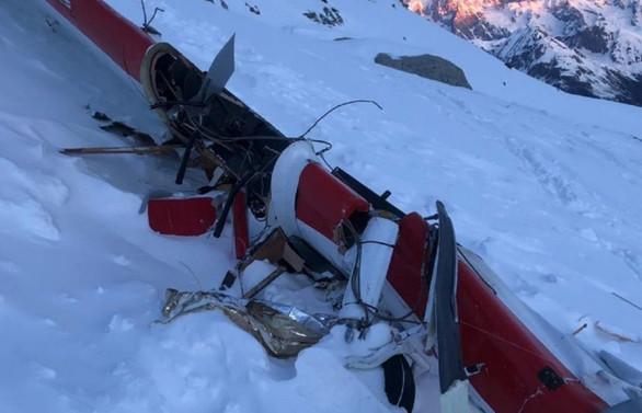 İtalya'da uçak ile helikopter çarpıştı