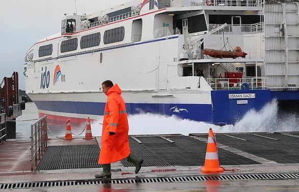 Deniz ulaşımına hava engeli: Seferler iptal edildi