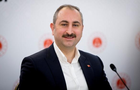Adalet Bakanı Gül: Ekonomi ile hukuk iç içedir