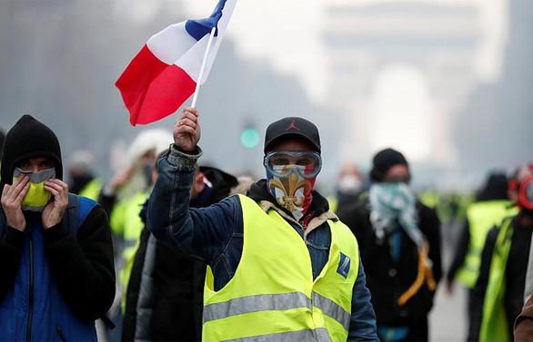 Sarı yeleklilerin gösterilerinde şiddetin dozajı artıyor