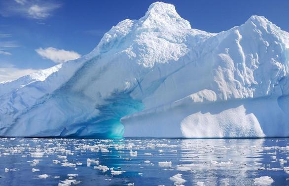 Antarktika'dan 315 milyar tonluk buz dağı koptu