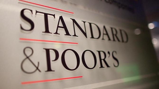 S&P, Yunanistan'ın notunu artırdı, İngiltere'yi uyardı
