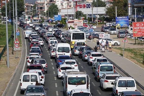 Trafikteki taşıt sayısı 240 bin adet arttı