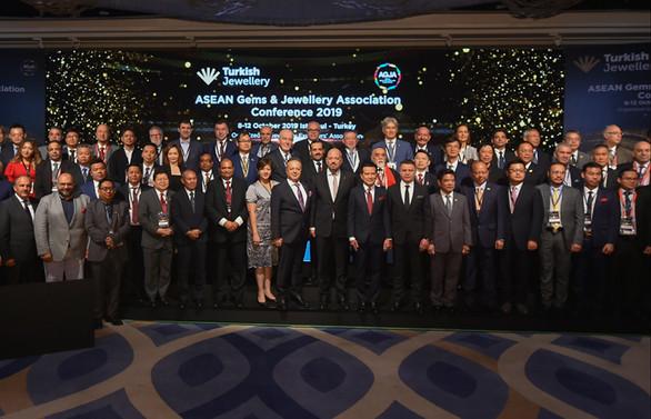 500 milyar dolarlık mücevher pazarının yöneticileri, İstanbul'da buluştu